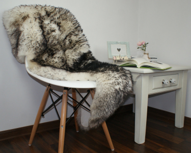 "BIG SHEEPSKIN 48 ""x 28"" Black Mouflon Throw Genuine leather Sheep Skin Decorative rug Natural comfy, cozy, hair is very thick, shiny !"